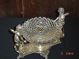 Silverplate 2 wing cherubs/clear bowl